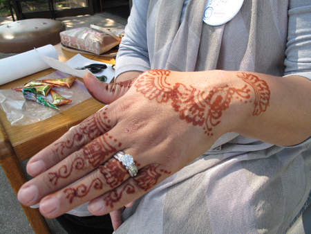 Henna painting at Rahma Clinic.